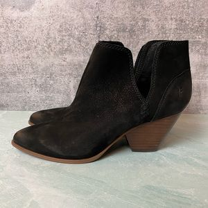 NWOT Frye Reina Cut Out Bootie in black size 9